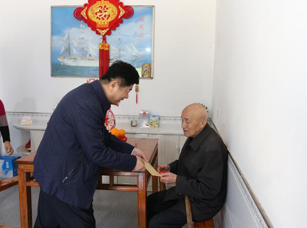 娄雪松重阳节前慰问抗美援朝老兵和高龄老人